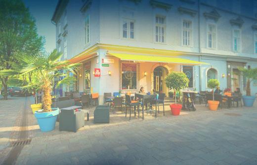 Restaurant Caylend in Graz, Außenansicht mit Gastgarten