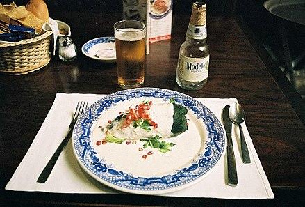 Chiles en Nogada (gefüllte mexikanische Chili-Schote)
