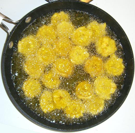 Frittieren von Kochbananen