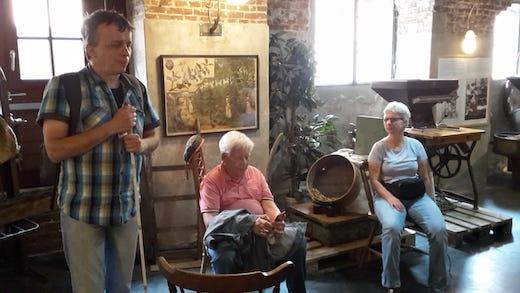 Hans, Andreas und Claudia im Kaffeemuseum Burg, im Hintergrund alte Kaffeemühle