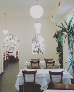 Restaurant Innenbereich mit Wandgemälde